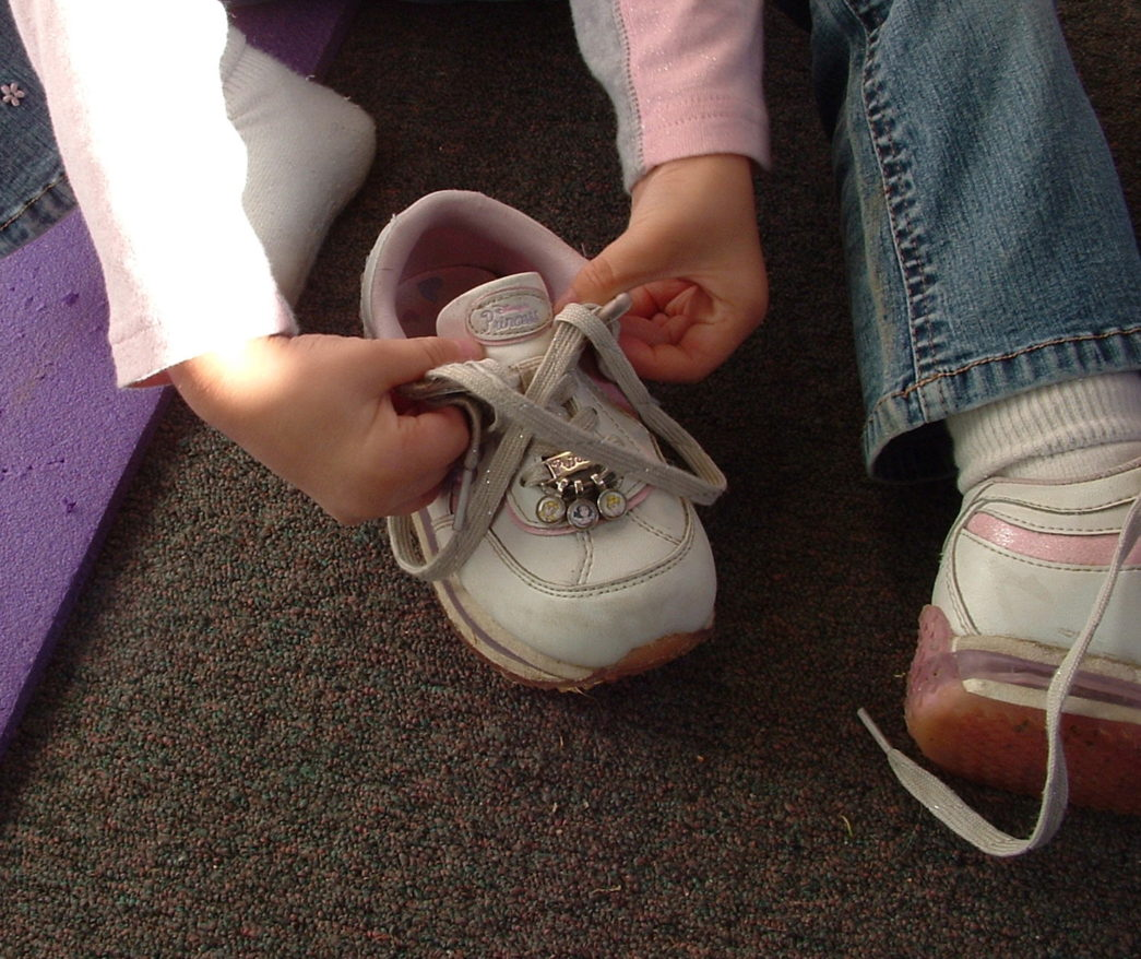 girl-tying-shoe-1566067